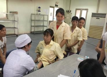 LĐLĐ huyện Thạch Thất: Tổ chức khám tầm soát ung thư cho nữ công nhân