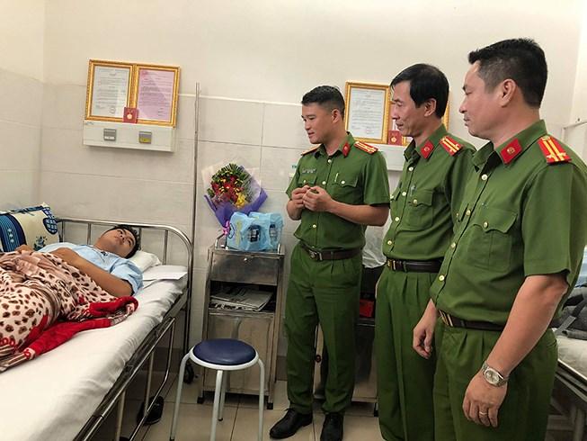 Chủ tịch nước tặng thưởng huân chương dũng cảm cho 7 hiệp sĩ