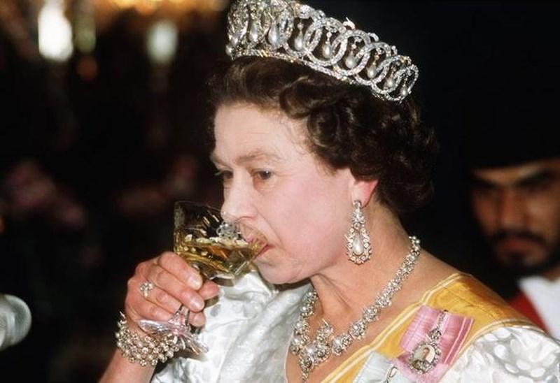 Bí quyết ăn uống để thọ tới 92 tuổi của nữ hoàng Anh