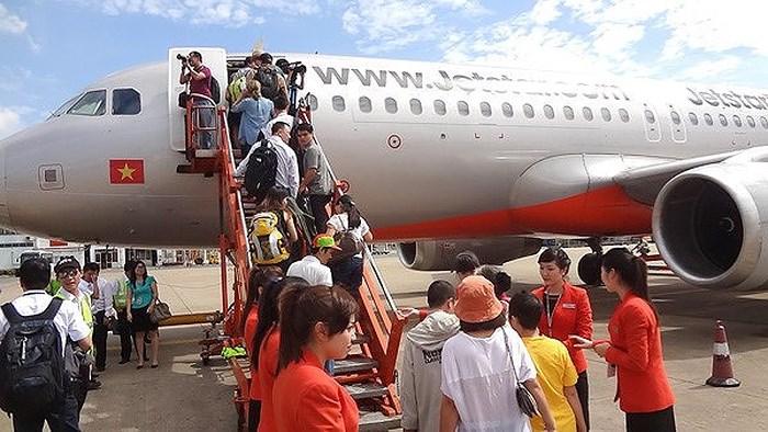 Hành hung phi hành đoàn, hành khách bị cấm bay 12 tháng