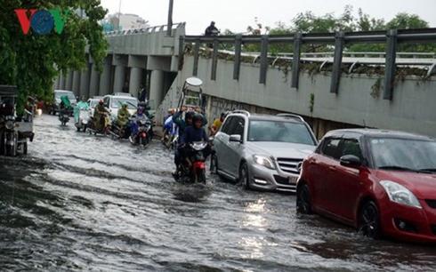 Những lưu ý khi đi ô tô vào mùa mưa