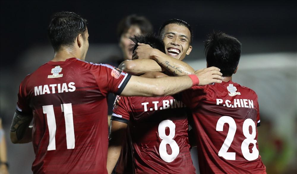 Vượt qua Khánh Hòa, TP Hồ Chí Minh vươn lên đầu bảng V.League 2019
