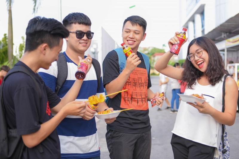 Hàng ngàn bạn trẻ háo hức ngóng chờ dàn sao hot bậc nhất làng giải trí hiện nay