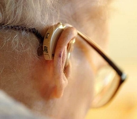 Phát triển máy trợ thính đầu tiên điều khiển bằng suy nghĩ