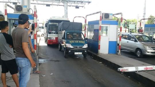 tai xe lien tuc phan doi tram thu phi t2 vi sao