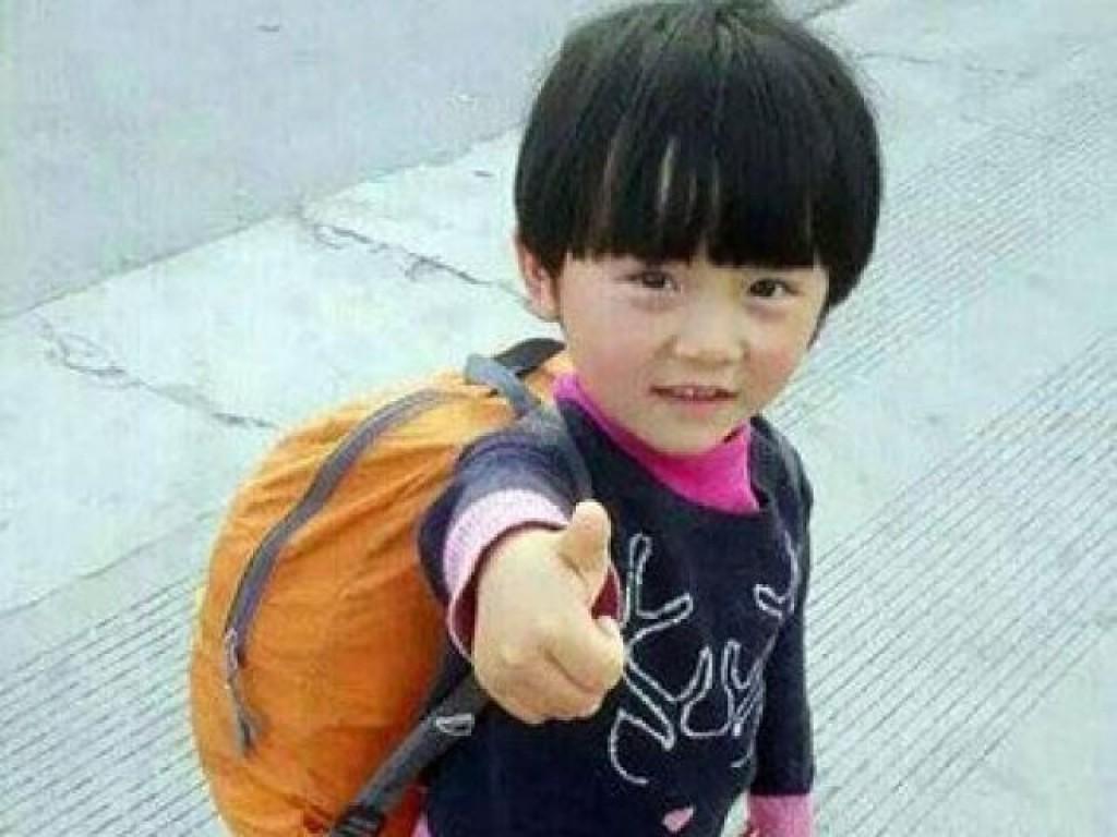 Bé gái 4 tuổi đi bộ nửa đất nước Trung Quốc