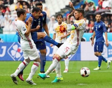 Tây Ban Nha bị loại khỏi EURO 2016 vì 'lời nguyền áo trắng'?