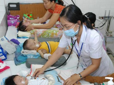 Gia tăng người già, trẻ nhỏ nhập viện