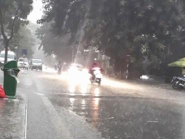 Hà Nội: Nước rút nhanh sau mưa lớn