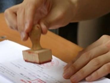 Bắt khẩn cấp đối tượng làm giả giấy ra viện, giấy khám sức khỏe