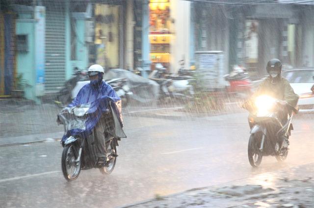 Miền Bắc mưa giông kéo dài đến hết tuần