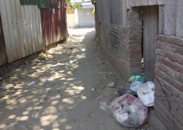 Ra ngõ là gặp rác