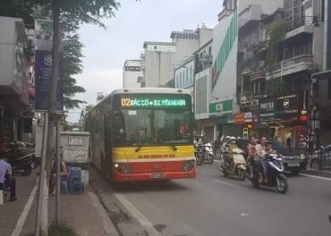 Va chạm với xe buýt, nam thanh niên nhập viện trong tình trạng nguy kịch