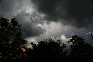 Dự báo thời tiết 16/6: Miền Bắc có mưa dông, đề phòng gió giật mạnh
