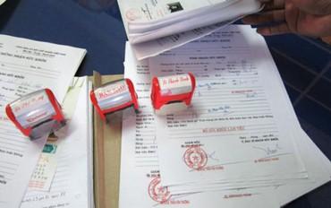 Bóc gỡ đường dây làm giả giấy khám sức khỏe rồi bán trên mạng xã hội