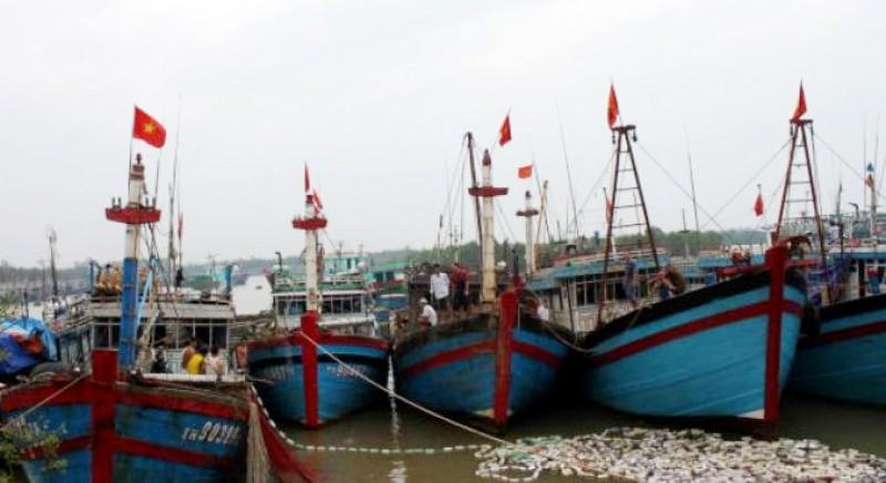 Hơn 1 tỷ đồng hỗ trợ ngư dân gặp nạn trên biển