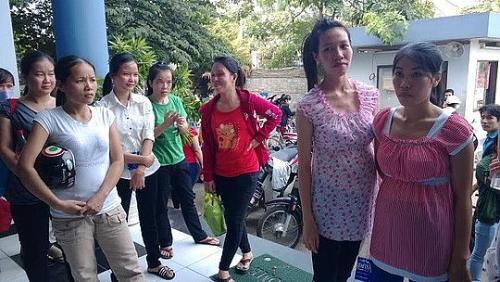 Cần bổ sung quy định bảo vệ thai sản đối với lao động nữ