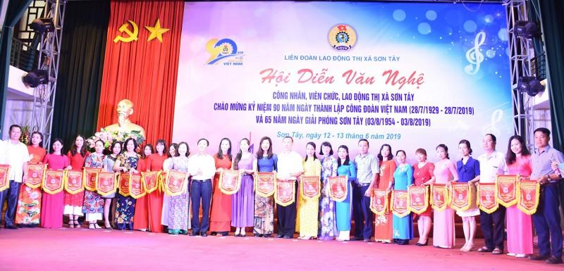 LĐLĐ thị xã Sơn Tây: Nâng cao năng suất lao động qua lời ca, tiếng hát