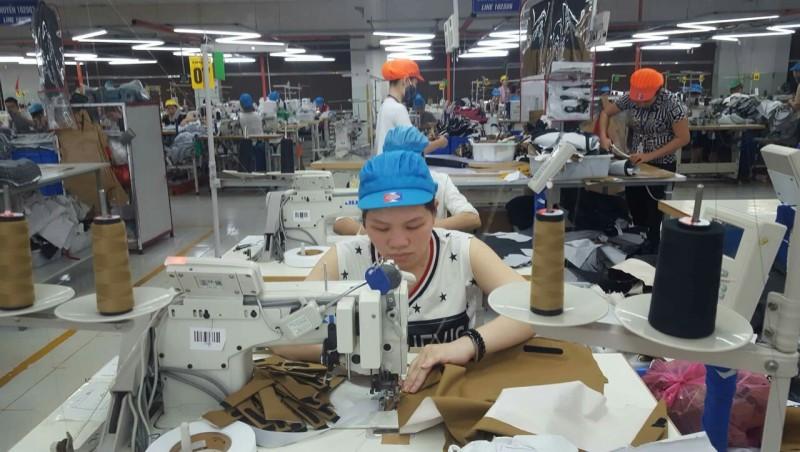 doanh nghiep va nguoi lao dong cung huong loi