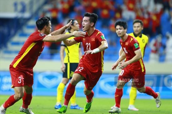 Thắng nghẹt thở Malaysia, tuyển Việt Nam tiến rất gần đến tấm vé lịch sử