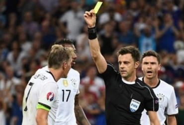 Có hay không việc trọng tài Italia trả thù tuyển Đức?