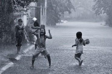 Nhớ về 'Tuổi thơ dữ dội' với những trò chơi ngày mưa bão