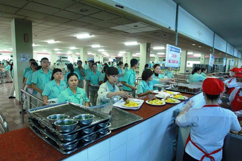 Chăm lo sức khỏe cho người lao động từ bữa ăn ca