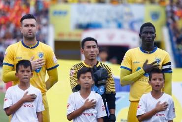 HLV Hữu Thắng muốn gọi từ 1 tới 3 cầu thủ nhập tịch lên tuyển Việt Nam