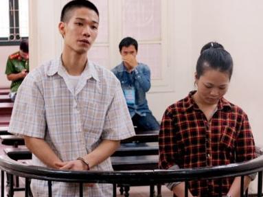 8 năm tù cho vợ chồng 9X rủ nhau đi cướp giật điện thoại