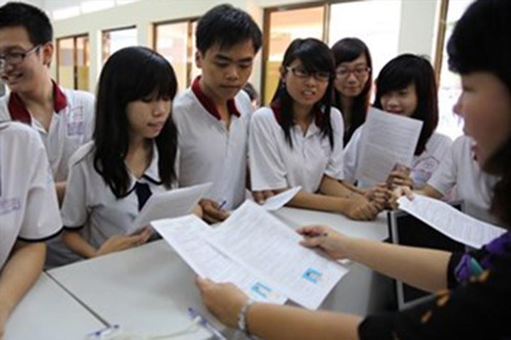 Tuyển sinh lớp 10 tại Hà Nội: Phụ huynh đau đầu với cách tuyển sinh của trường tư