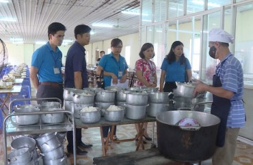 LĐLĐ huyện Ứng Hòa: Chú trọng bảo vệ quyền lợi người lao động