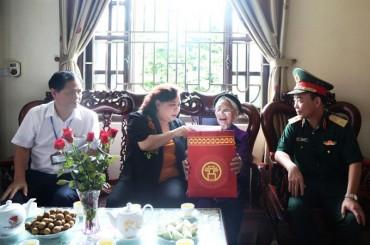 Lãnh đạo TP Hà Nội: Thăm, tặng quà các gia đình chính sách
