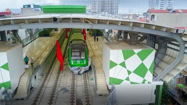 Xông điện toàn tuyến, sắp chạy thử đường sắt Cát Linh - Hà Đông