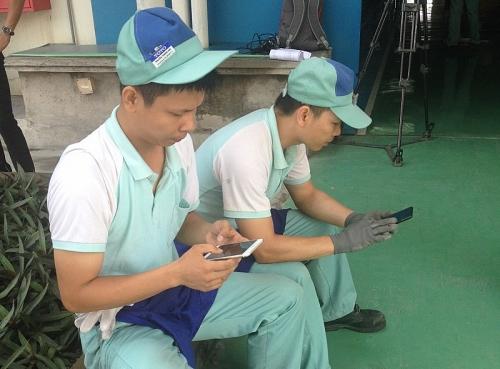 Công nhân và câu chuyện dùng Smartphone