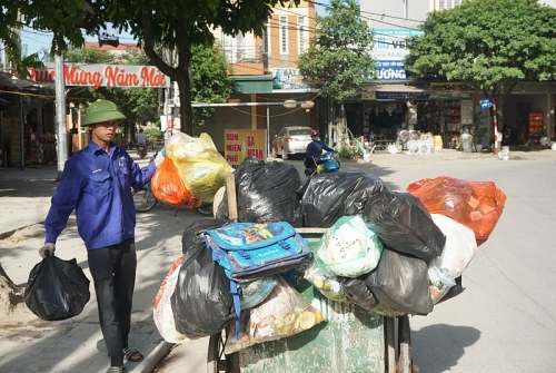 Đổ rác đúng nơi, đúng giờ quy định: Văn minh trong từng tổ dân phố