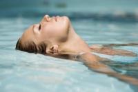 Làm thế nào để ngăn ngừa viêm mũi xoang khi đi bơi?