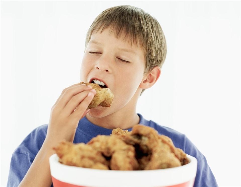 2 món ăn nguy hiểm nên tránh cho con ăn từ bé