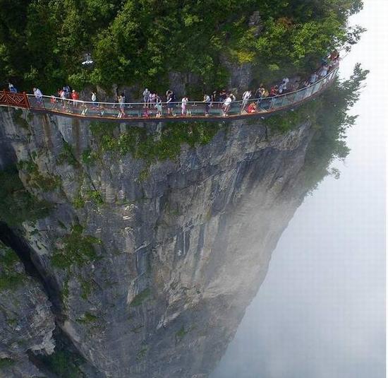 Trung Quốc: Khai trương cây cầu kính lớn nhất