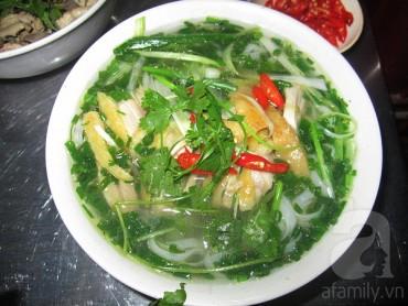 10 hàng, quán trên 30 năm tuổi vẫn nườm nượp khách ở Hà Nội
