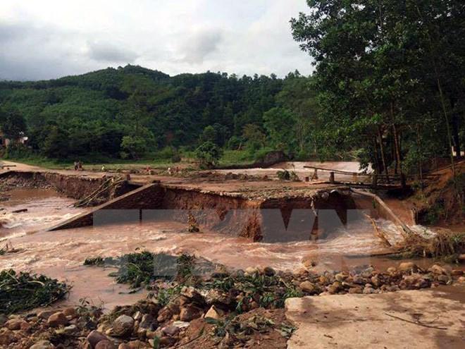 Quảng Ninh: Mưa lớn gây ngập, hai học sinh bị tụt xuống cống