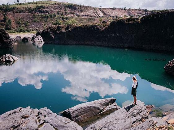 Hồ đá đẹp như tiên cảnh ít người biết ở Đăk Lăk