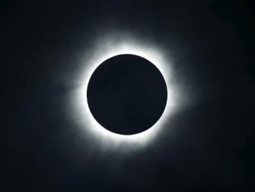 Người dân Mỹ chiêm ngưỡng nhật thực toàn phần sau 99 năm
