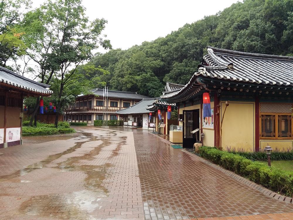 Ngỡ ngàng trước cảnh đẹp của làng dân tộc Yongin xứ Hàn
