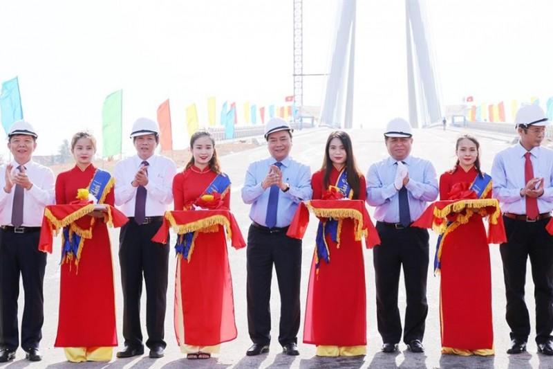 Thông xe cầu dây văng nhịp đối xứng khẩu độ lớn thứ 2 Việt Nam
