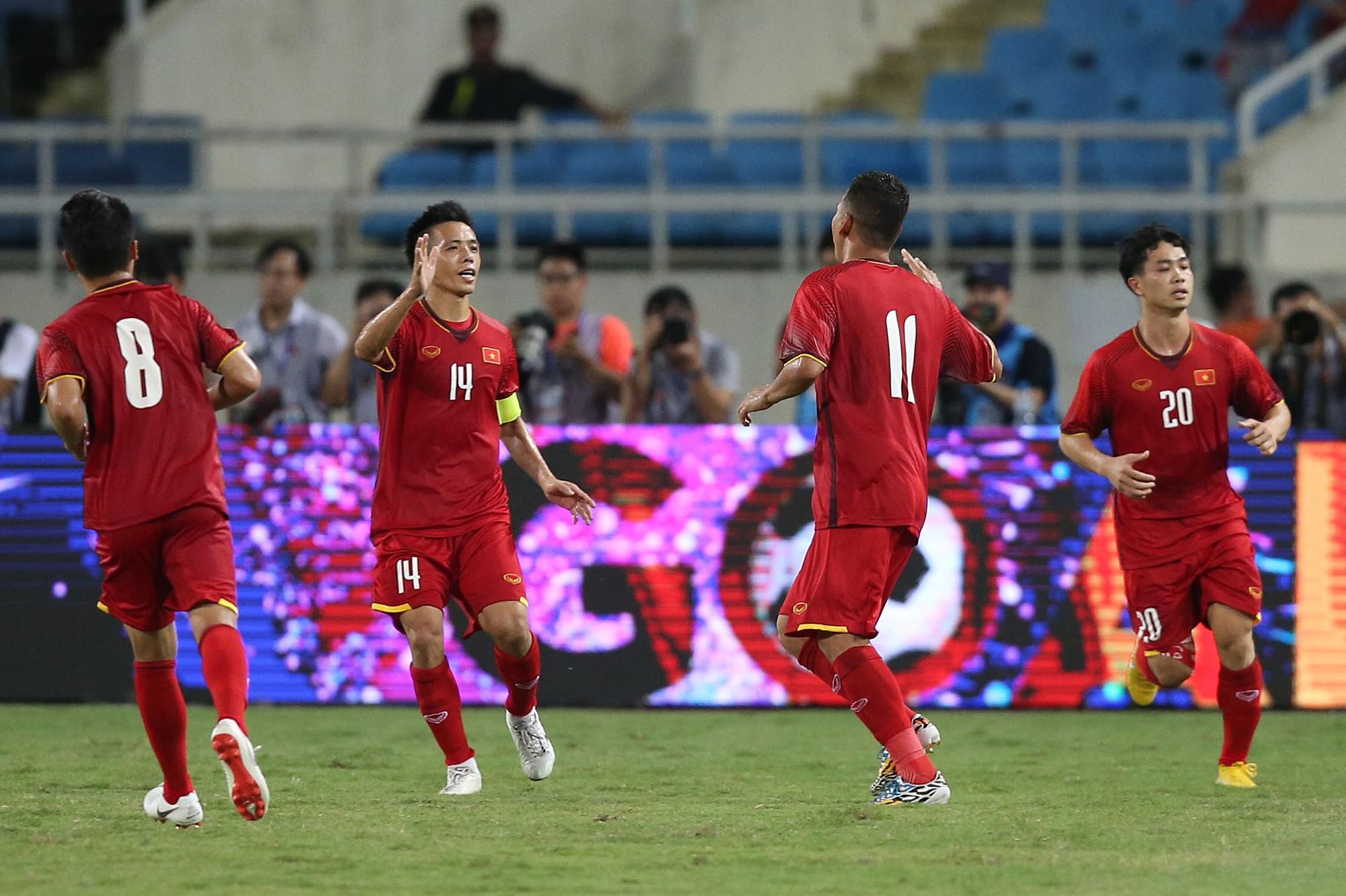 HLV Park Hang Seo tiết lộ lý do Công Phượng không mặc áo số 10