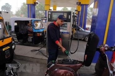 Giá dầu tiếp tục tăng sau khi Mỹ áp đặt trở lại lệnh trừng phạt Iran