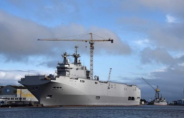 Tàu khu trục Nga tập trận chống cướp biển trên vịnh Aden