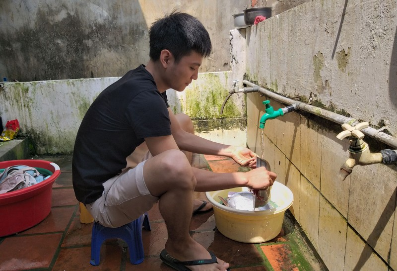 """Công nhân thuê trọ  """"khát"""" nước sạch"""