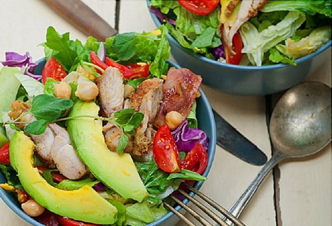 Chế độ ăn low-carb có thể giảm tuổi thọ của người trung niên