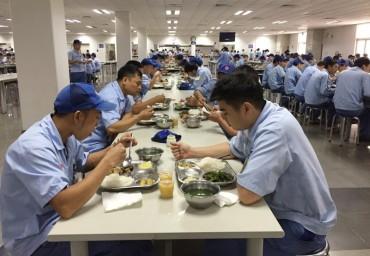 Đảm bảo chất lượng bữa ăn cho công nhân